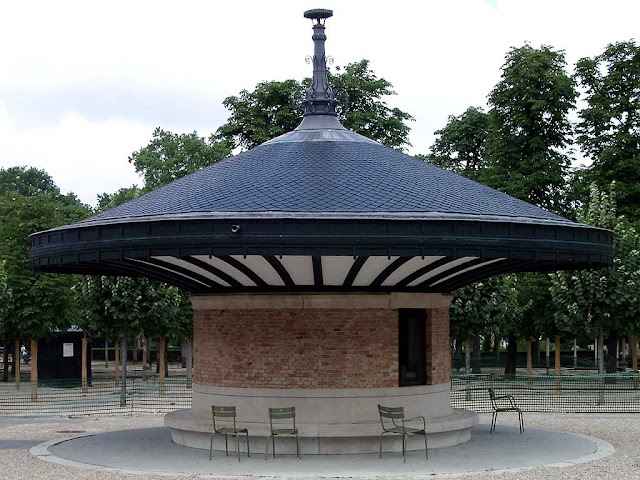 Round covered bench, Jardin du Luxembourg, Paris