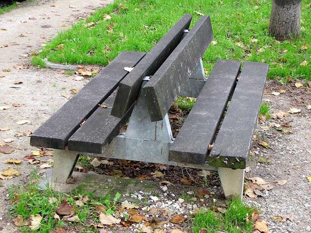 Double bench, piazza della Vittoria, Livorno
