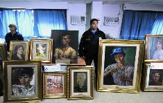 Recuperan 77 cuadros de artistas argentinos robados a un médico