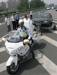 Moto grúa en multas