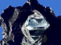 Diamante en bruto en espera de convertirse en joya