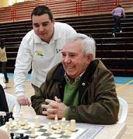 Ajedrez saludable y el maestro internacional Manuel Pérez Candelario