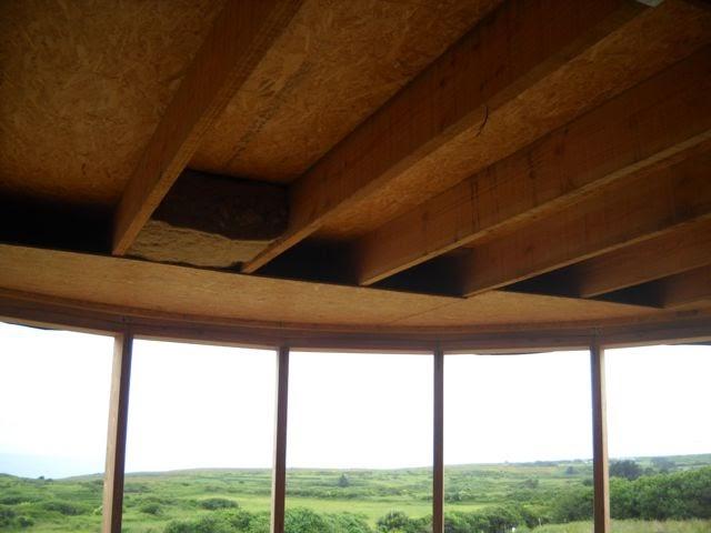Maison paille embruns d 39 herbe pose de l 39 isolation chanvre en toiture plate for Isolation toiture plate
