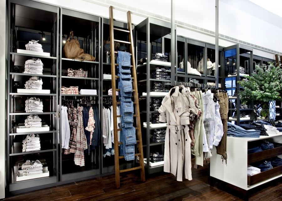 burberry outlet prices ik48  A 1500 square metre Burberry Brit store opened on the south side of the  headquarters, showcasing ready to wear for men and women from the Burberry  Brit
