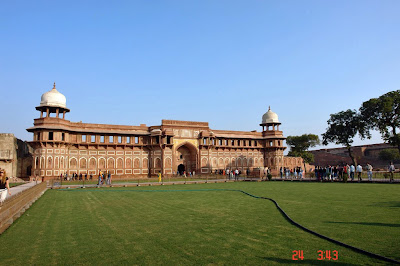 A view of the well maintained main gate of the Agra Fort along with a huge lawn in front