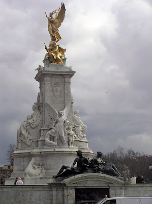A closer view of the Victoria Memorial in front of Buckingham Palace