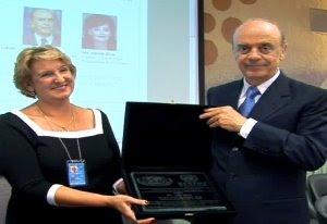 O prêmio de José Serra+Política