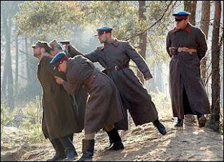 Masacrul de la Katyn a dovedit lumii cât de barbari şi criminali au fost bolşevicii
