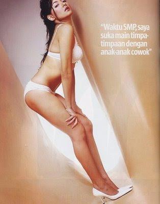 Dewi Rezer sexy pic