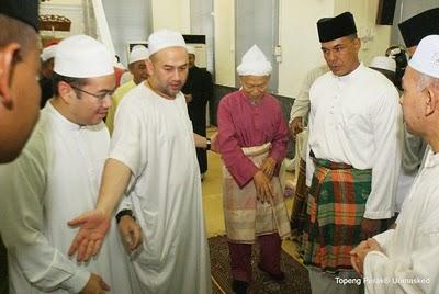http://1.bp.blogspot.com/_OjNqdu7z9y8/TJYPpOgIgEI/AAAAAAAADzU/3UHuzZEV-WU/s1600/Sultan+Kelantan+Baru2.jpg