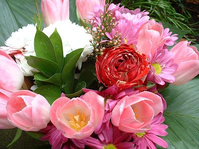 H l ne croix de lune mars 2007 - Enorme bouquet de fleurs ...