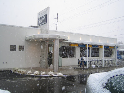 Finn's Cafe - exterior