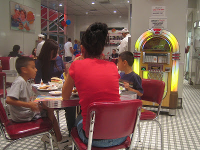 Johnny Rockets - interior