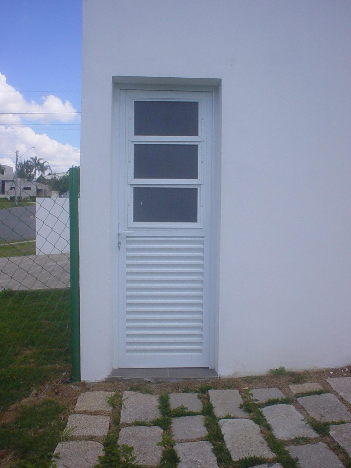 #455186 Alure Alumínio e Vidros: Porta de abrir com veneziana e basculante  4362 Janela Aluminio Entrando Agua