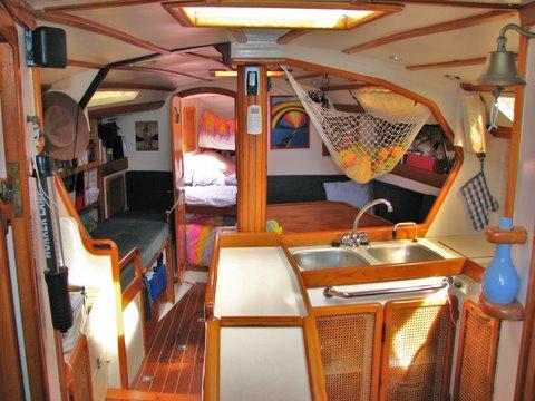l 39 int rieur du petit voilier. Black Bedroom Furniture Sets. Home Design Ideas