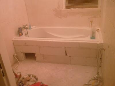 Zelf een badkamer maken ligbad plaatsen for Badkamer zelf maken
