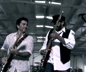 Juan Luis Guerra feat Juanes - La Calle - Video y Letra - Lyrics