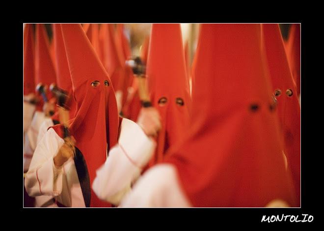 Cofrades en procesion