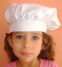 Detalhe do chapéu de chefe de cozinha.