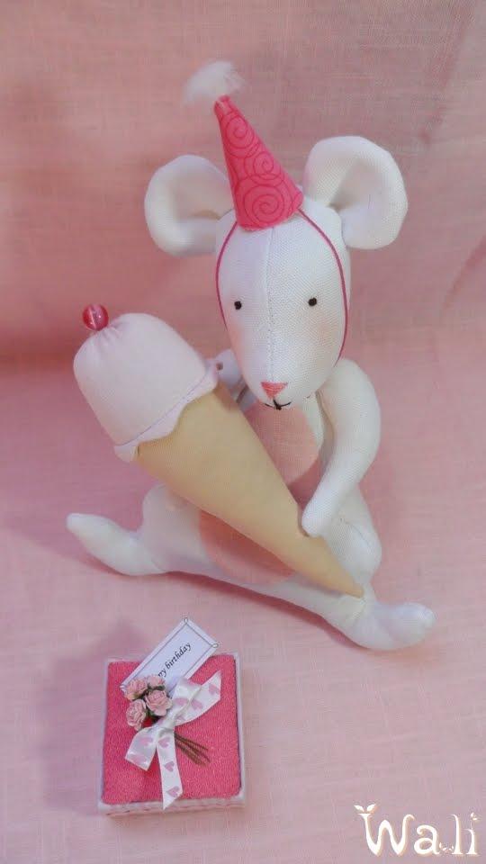 Souris tilda pour une petite souris qui a bien grandi wali - Petite souris qui danse ...