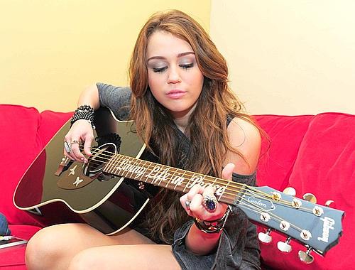 [Miley+Cyrus151155--500x380.jpg]