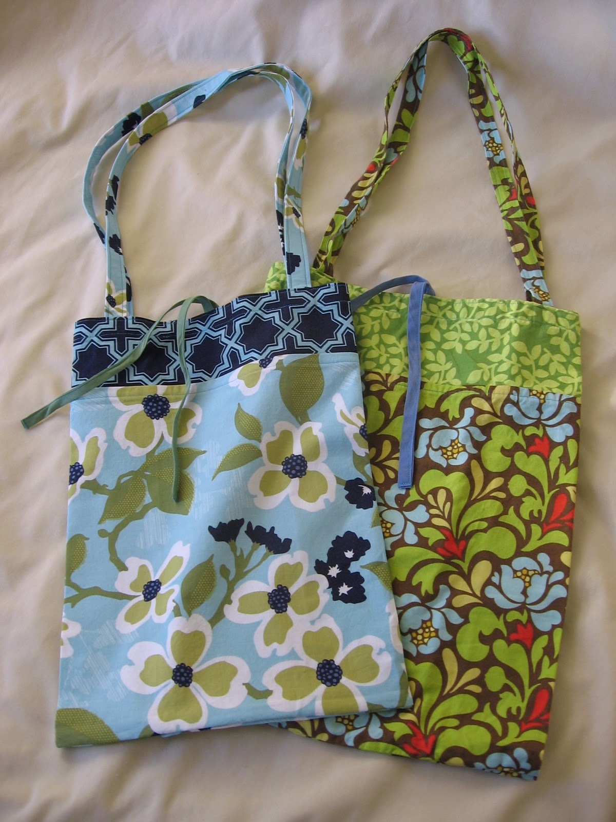 Needle and spatula roll up shopping bag sewing tutorial i made this roll up shopping bag earlier in the fall and had been meaning to make a tutorial for it so the sew mama sew green grocery bag challenge was a jeuxipadfo Image collections
