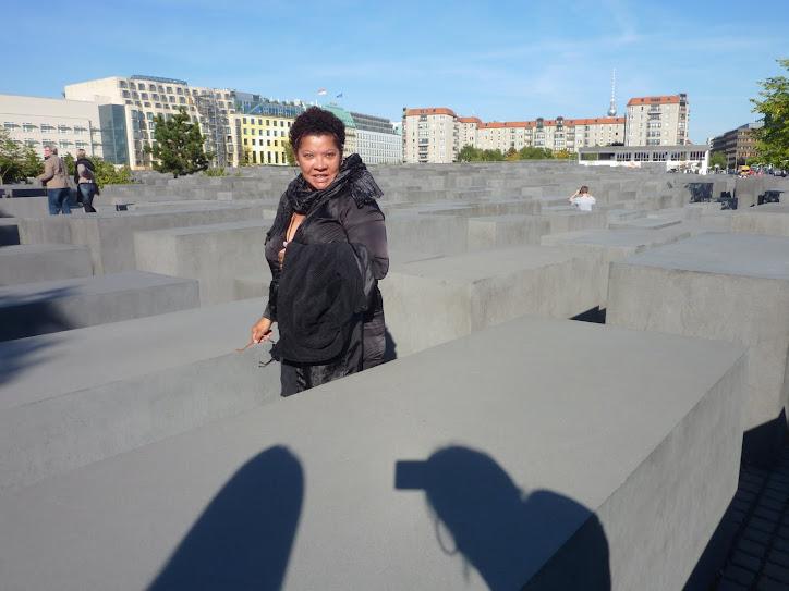 Estou no MUSEU DO HOLOCAUSTO em Berlim, um encontro do EU com o Nós
