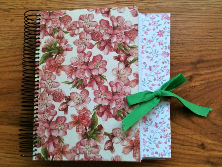 Libreta Hermanas en papel de flores