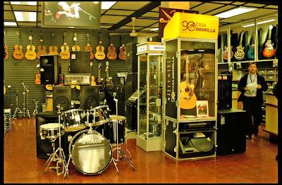 casa amarilla universo de instrumentos musicales