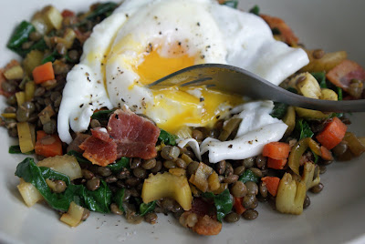Poached+egg+on+lentil+salad+3 Poached Eggs Over Warm Lentil Salad with Bacon