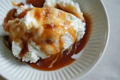 Caramel+sundaes+with+salt+3 Caramel Sundaes with Grey Salt