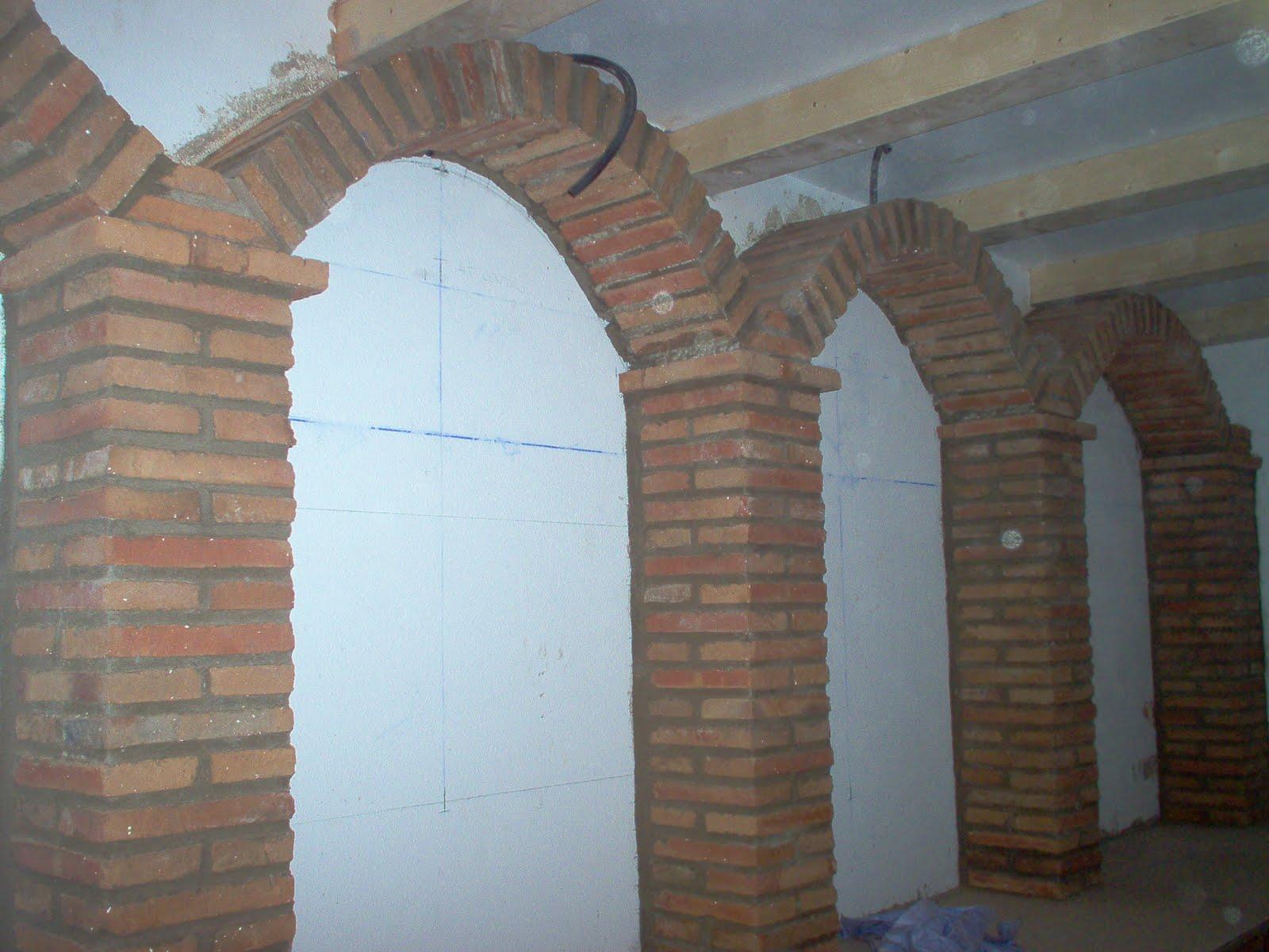 Arcos de ladrillos rusticos la puerta de entrada mira al for Arcos de ladrillo rustico