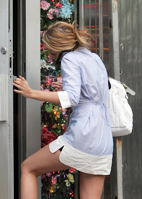 Blake Lively Panty Upskirt Paparazzi Photos in NYC
