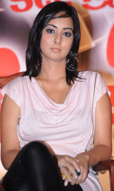 Sakshi in Jeans – South Indian Actress