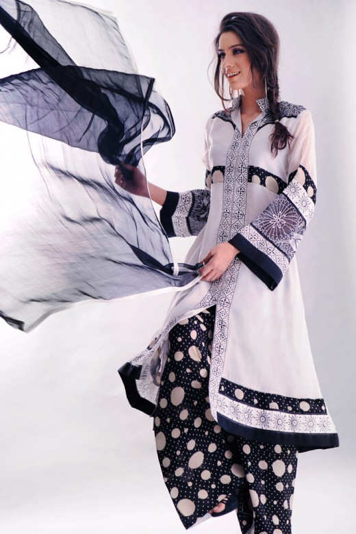 Long+Kameez+With+Trouser+For+2011+%25288%2529 New Fashion Trend