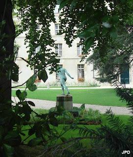 Paris bise art le jardin du gouverneur militaire des for Au jardin du gouverneur