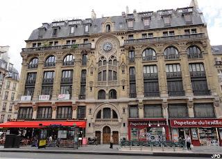Paris bise art immeuble cath drale rue r aumur for Architecture neo gothique