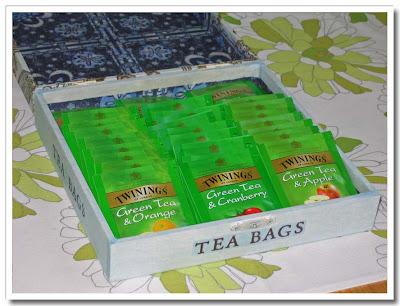 Fylld tepåslåda