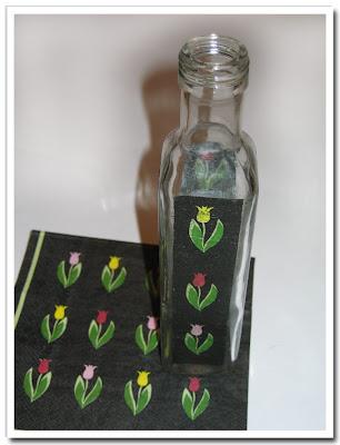 Balsamvinägerflaska med svart tulpanservett