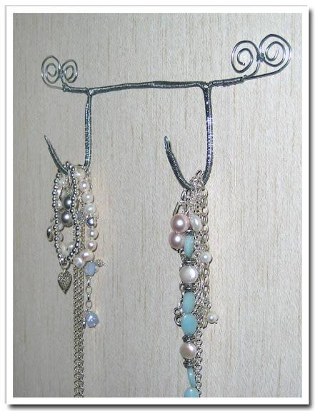 Smycken på hängare