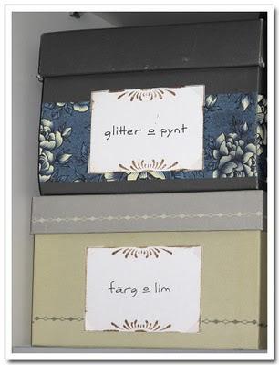 Etiketter på lådor