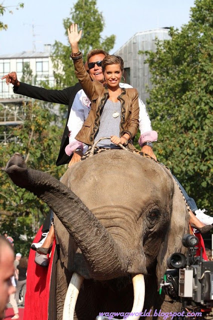 Rafael van der Vaart wife Sylvie Riding An Elephant