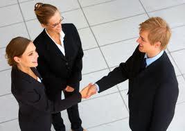 El éxito en los Negocios necesita de Ayuda