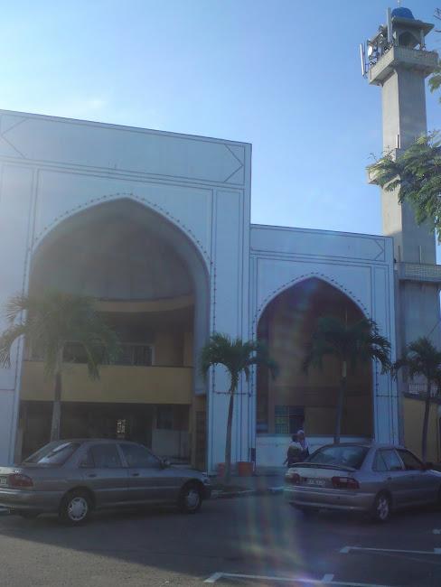 Pintu Depan Masjid Jamek Paka