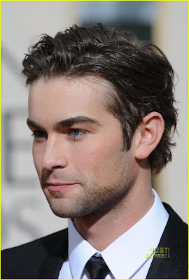 chace-crawford-2010-golden-globes-red-carpet-04