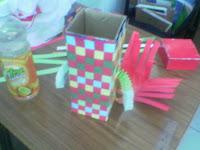 Cara membuat tempat pensil dari Anyaman Kertas