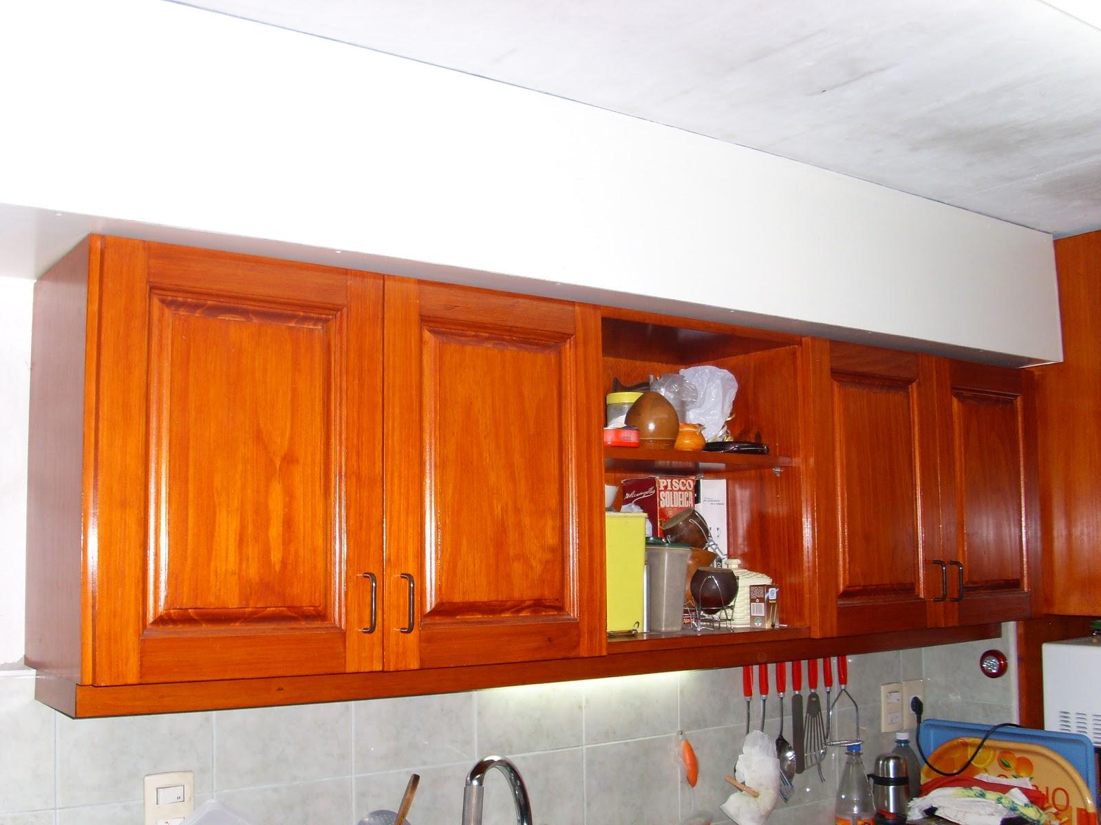 Esquinero de cocina, confeccionado en Pino y terminado con Incastain