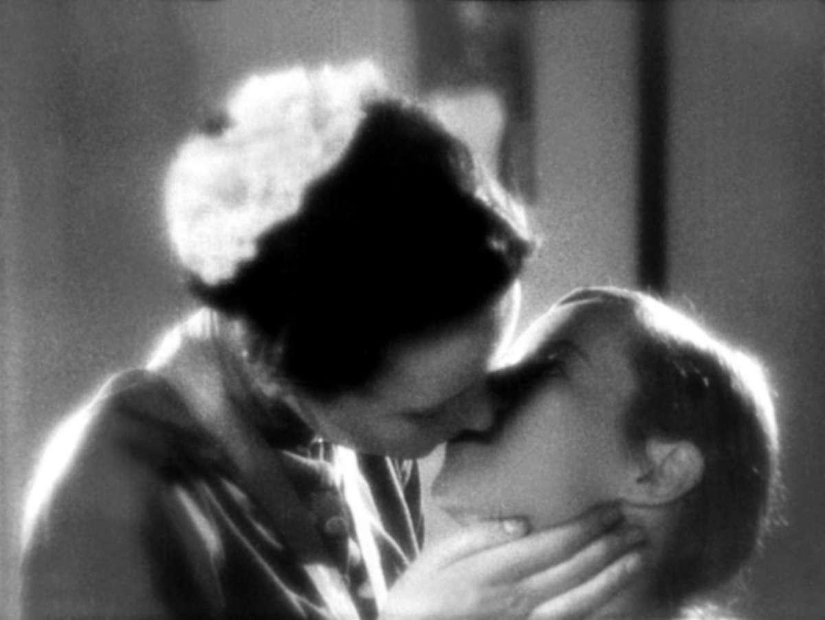 Фото лесбийских поцелуев 10 фотография