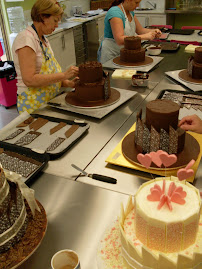 Chocolate panelled cake workshop.