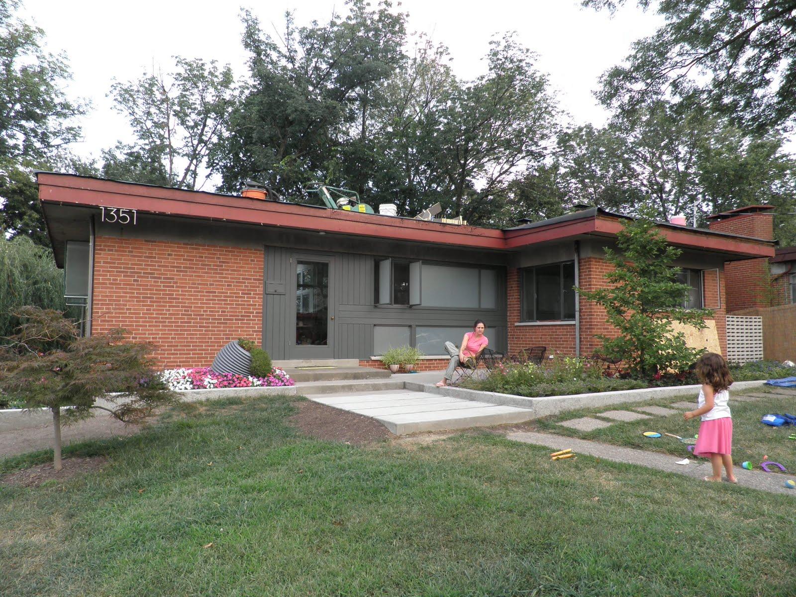 Cincinnati modernation mid century modern curb appeal for Mid century modern home exterior